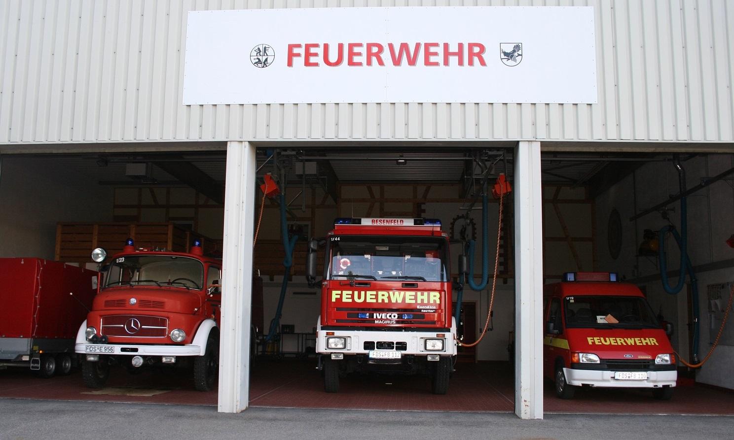 Feuerwehrhaus Besenfeld offenes Tor